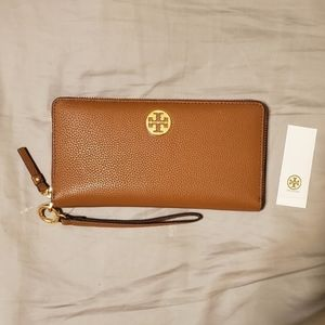 NWT Tory Burch Everly Passport Continental Wallet
